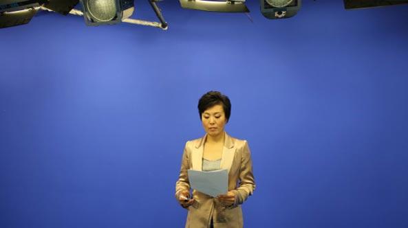 央视主持人肖薇在世纪视觉录制《健康中国》栏目