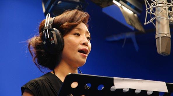 女高音歌唱家李丹阳在世纪视觉录制歌曲《娲皇宫》